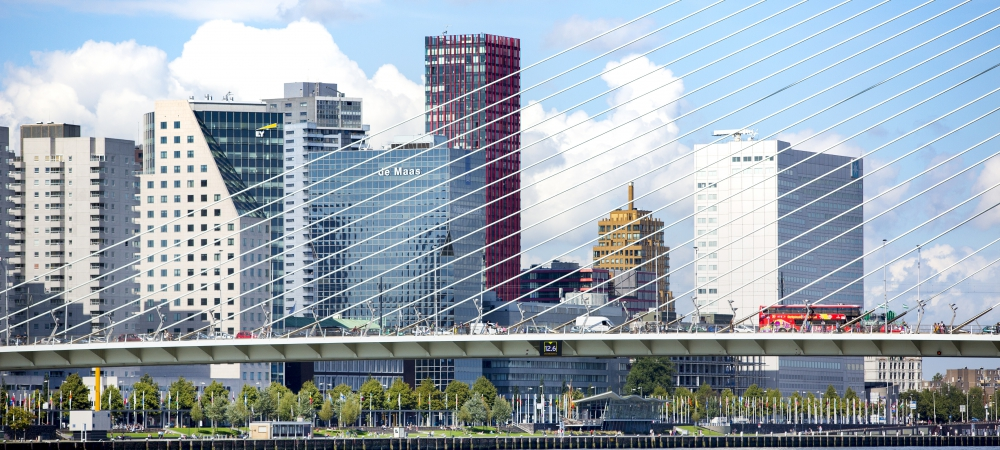 Verkeer-op-de-Erasmusbrug-Rotterdam