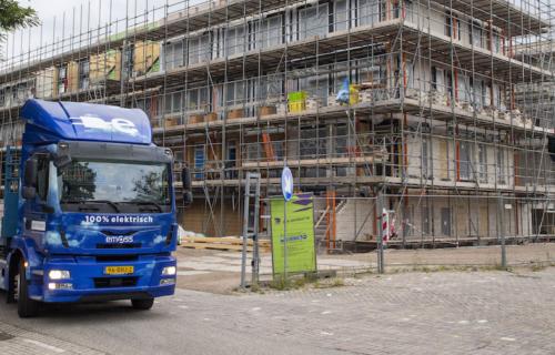 vrachtwagen-van-breytner-voor-bouwplaats